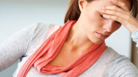 Semne care indica prezenta problemelor hormonale tiroidiene (hipertiroidism și hipotiroidism)